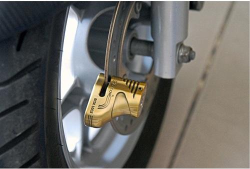 khóa càng xe máy