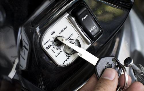 Cách mở khóa từ xe Honda