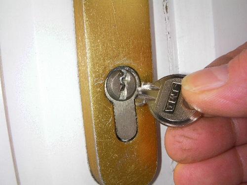 khóa bị gãy