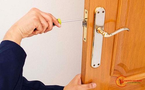 ổ khóa bị kẹt