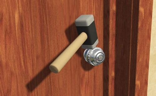 Mở khóa bằng búa