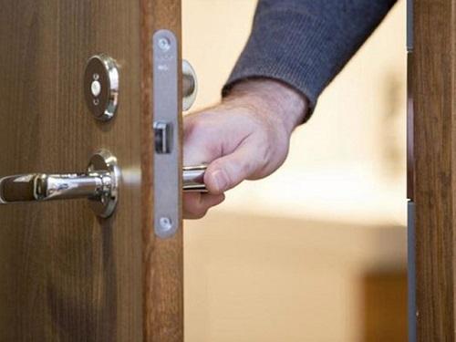 khóa cửa phòng tay gạt