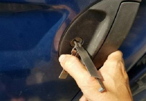phá khóa ô tô