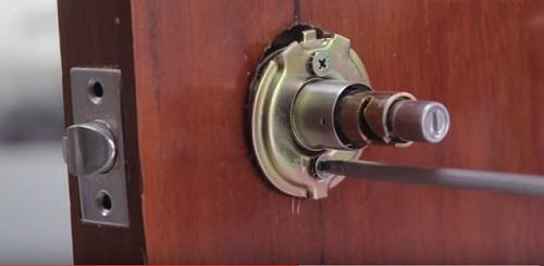Cách thay ổ khóa cửa tay năm tròn