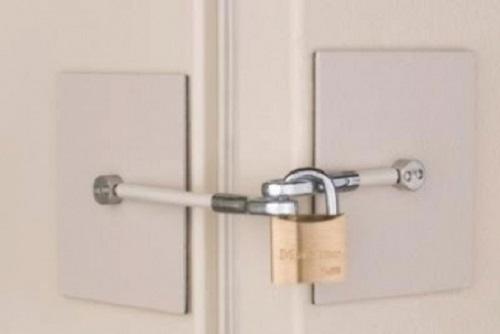 khóa tủ lạnh có chìa khóa