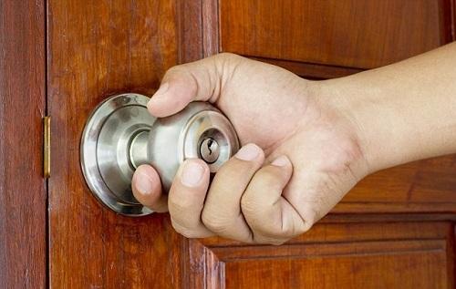khóa cửa gỗ tay nắm tròn