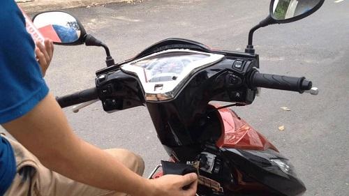 khóa cổ xe máy