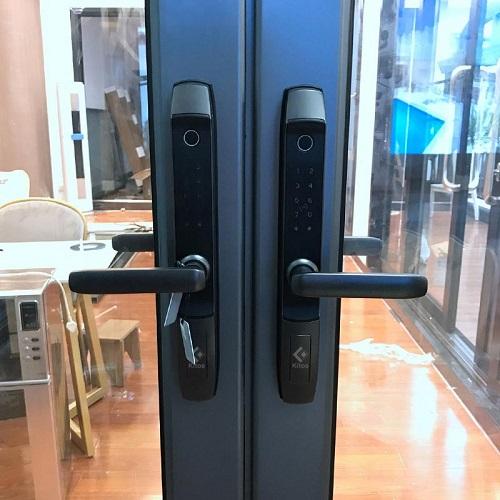 khóa cửa nhôm kính
