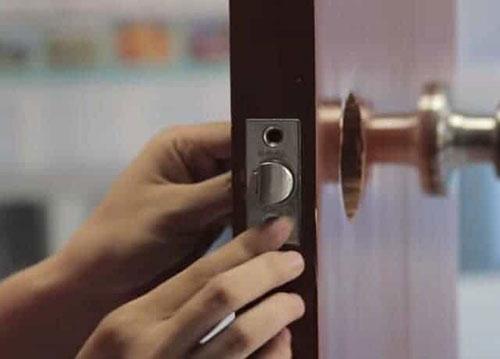 Khi nào cần tháo lắp ổ khóa tay nắm tròn?