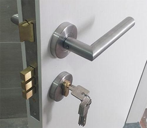 khóa phân thể cửa gỗ